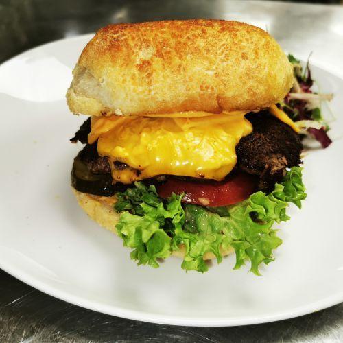 Anker's Cheeseburger