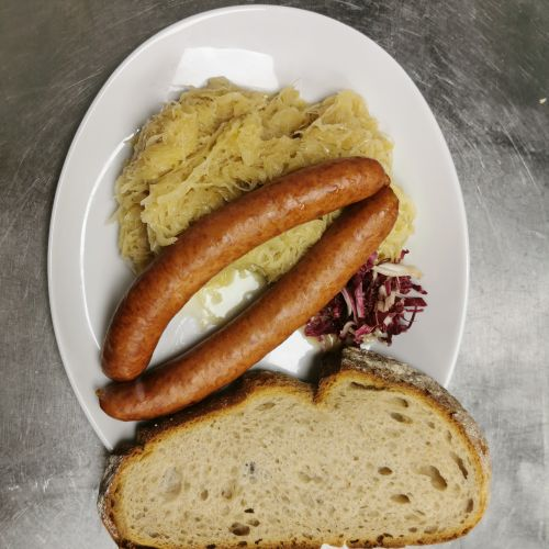 Bauernbratwurst mit Sauerkraut