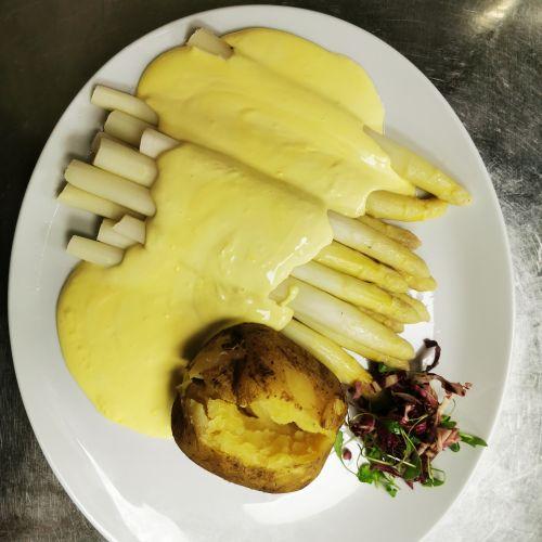 Spargel mit VIEL Holondaise (Kundenwunsch) und Ofenkartoffel